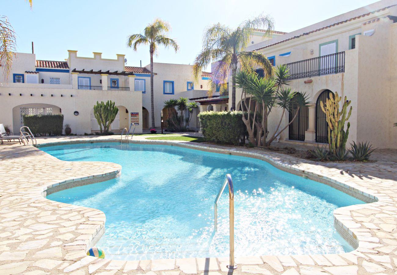 Stadthaus in Vera playa - Las Casitas II - 150m vom Strand, WiFi, Gemeinschaftspool
